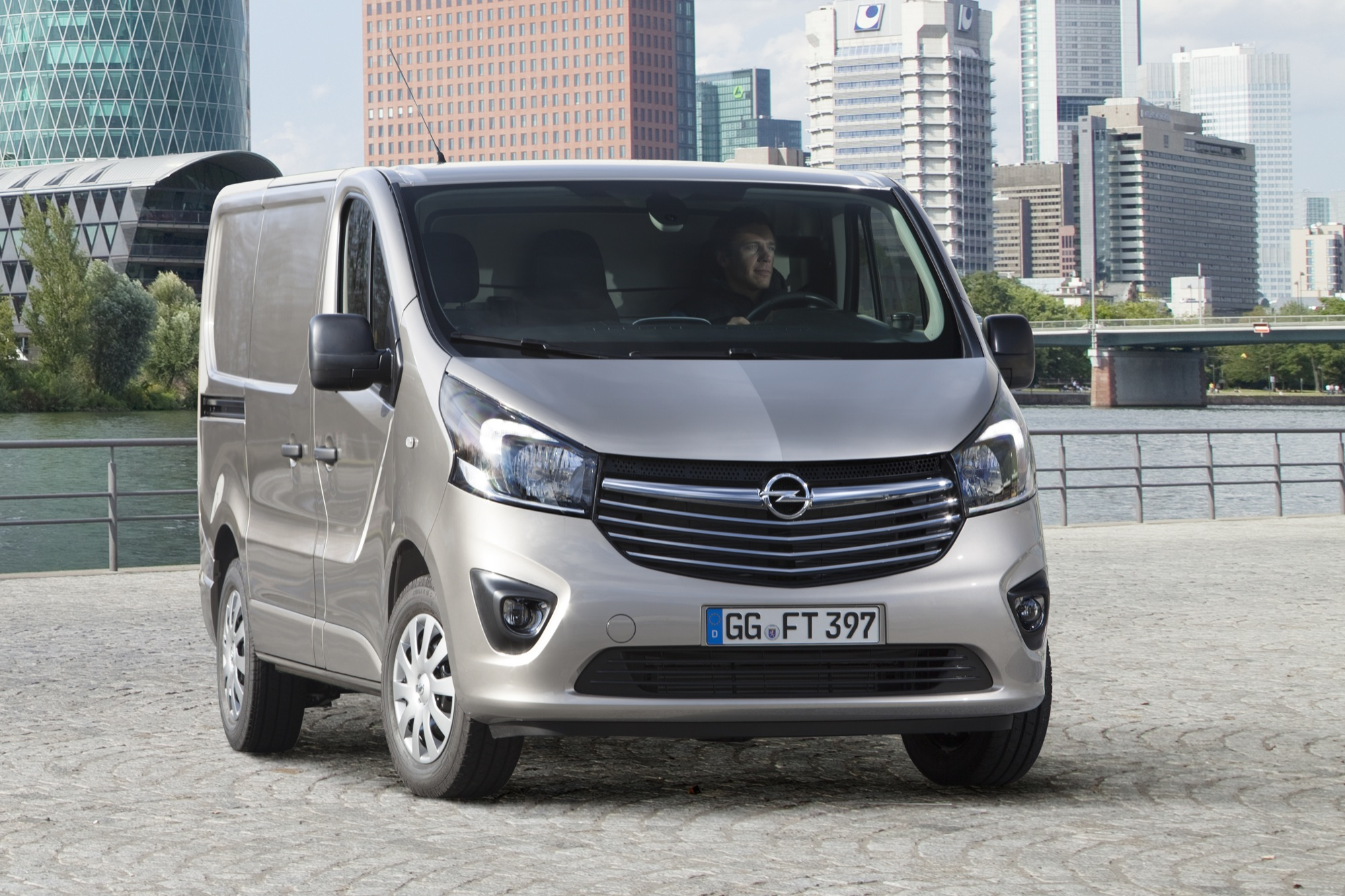 2015 Opel Vivaro Commercial Van Revealed | GM Authority