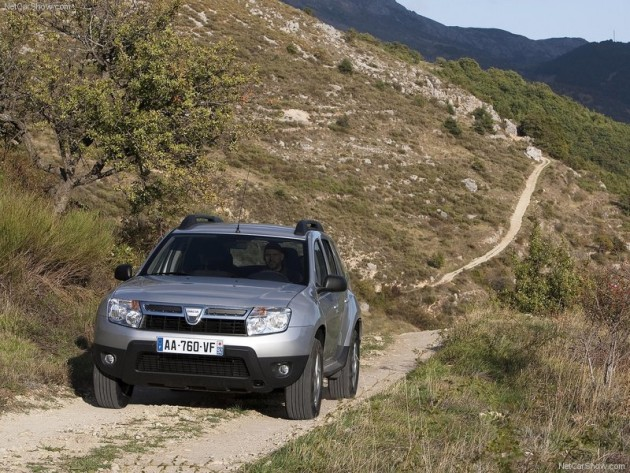 Dacia Duster SUV new photos Image Gallery.