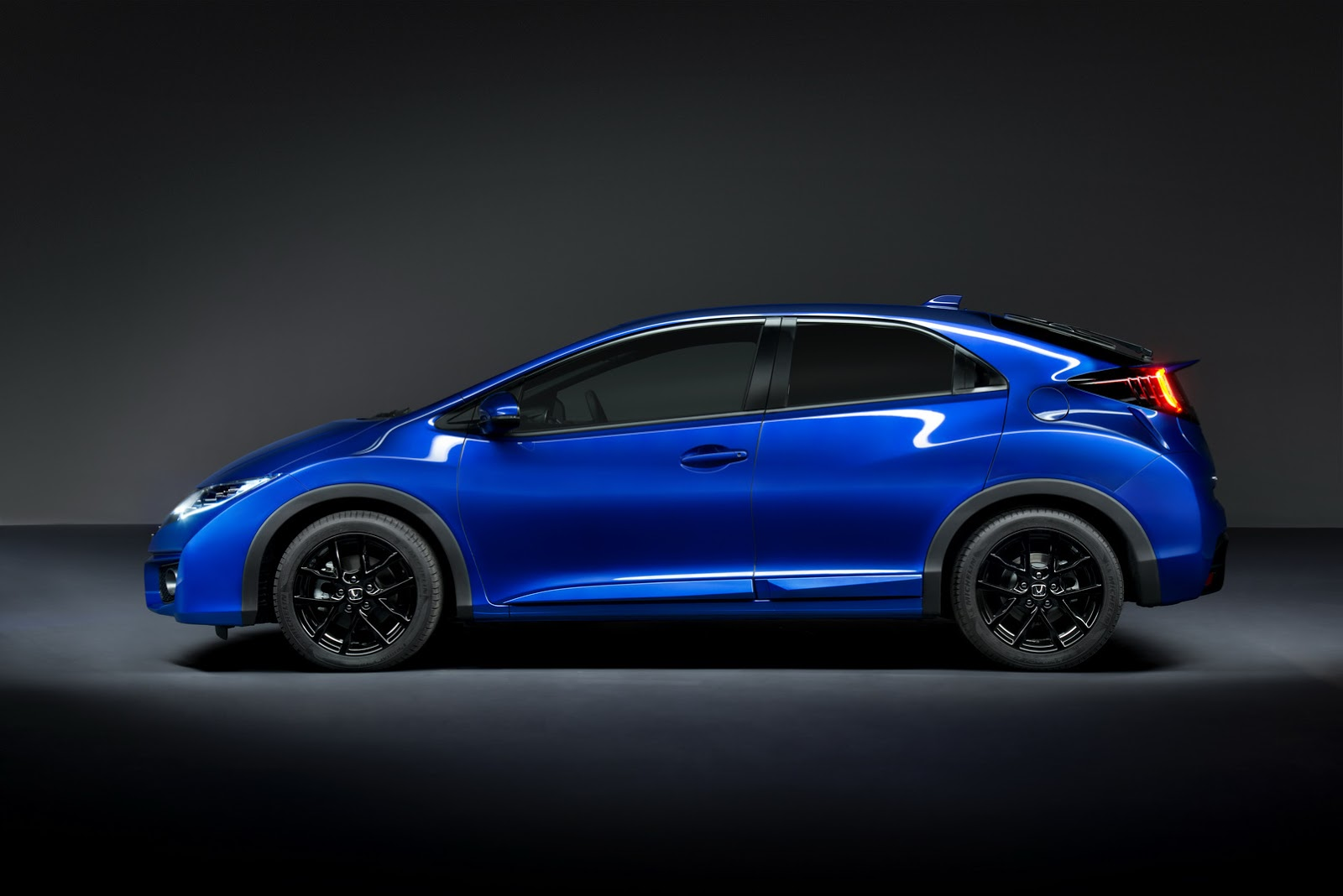 Facelifted 2015 Honda Civic Gets New Type R-Inspired Sports Derivative