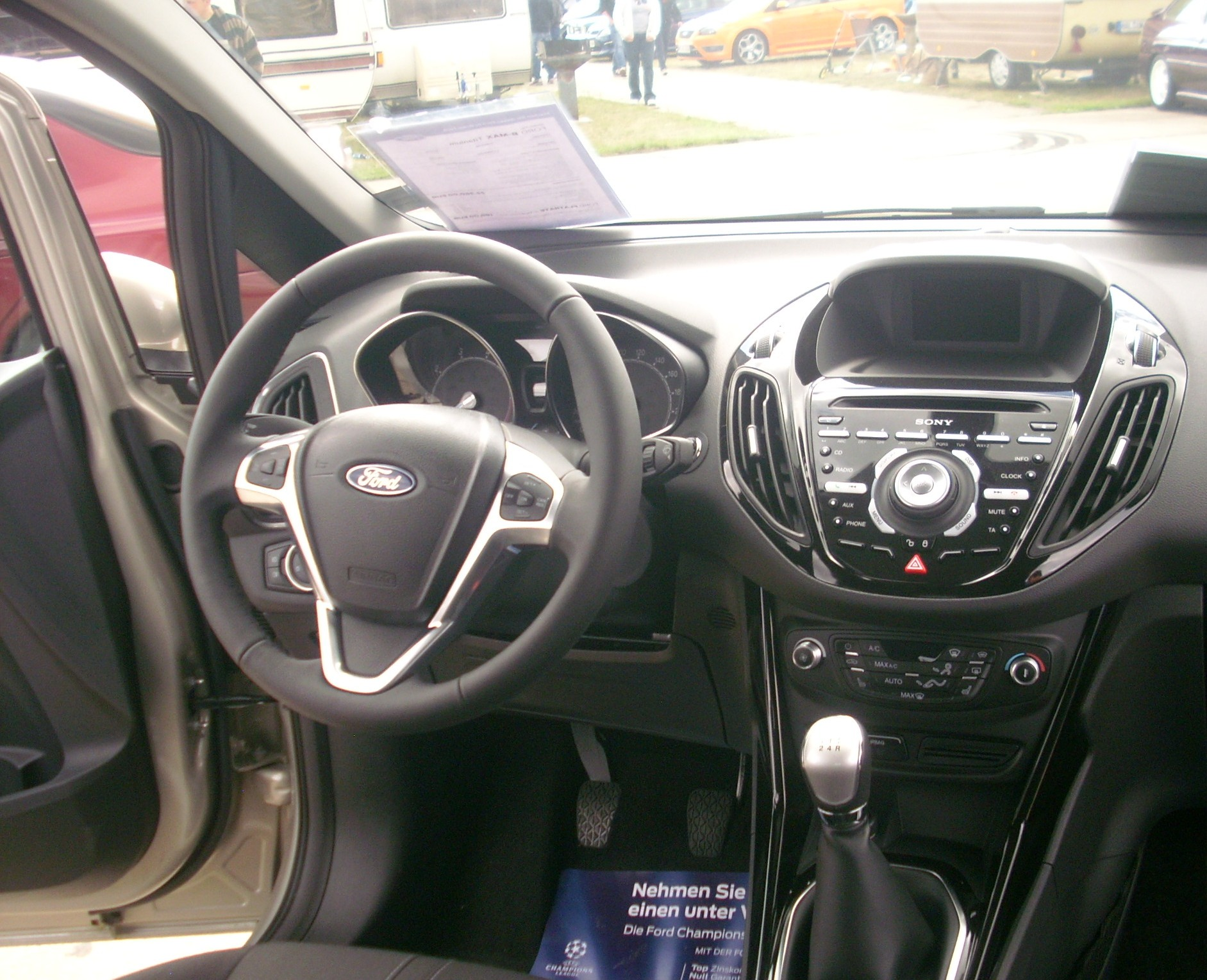 File:Ford B-MAX Titanium Cockpit.jpg - Wikimedia Commons
