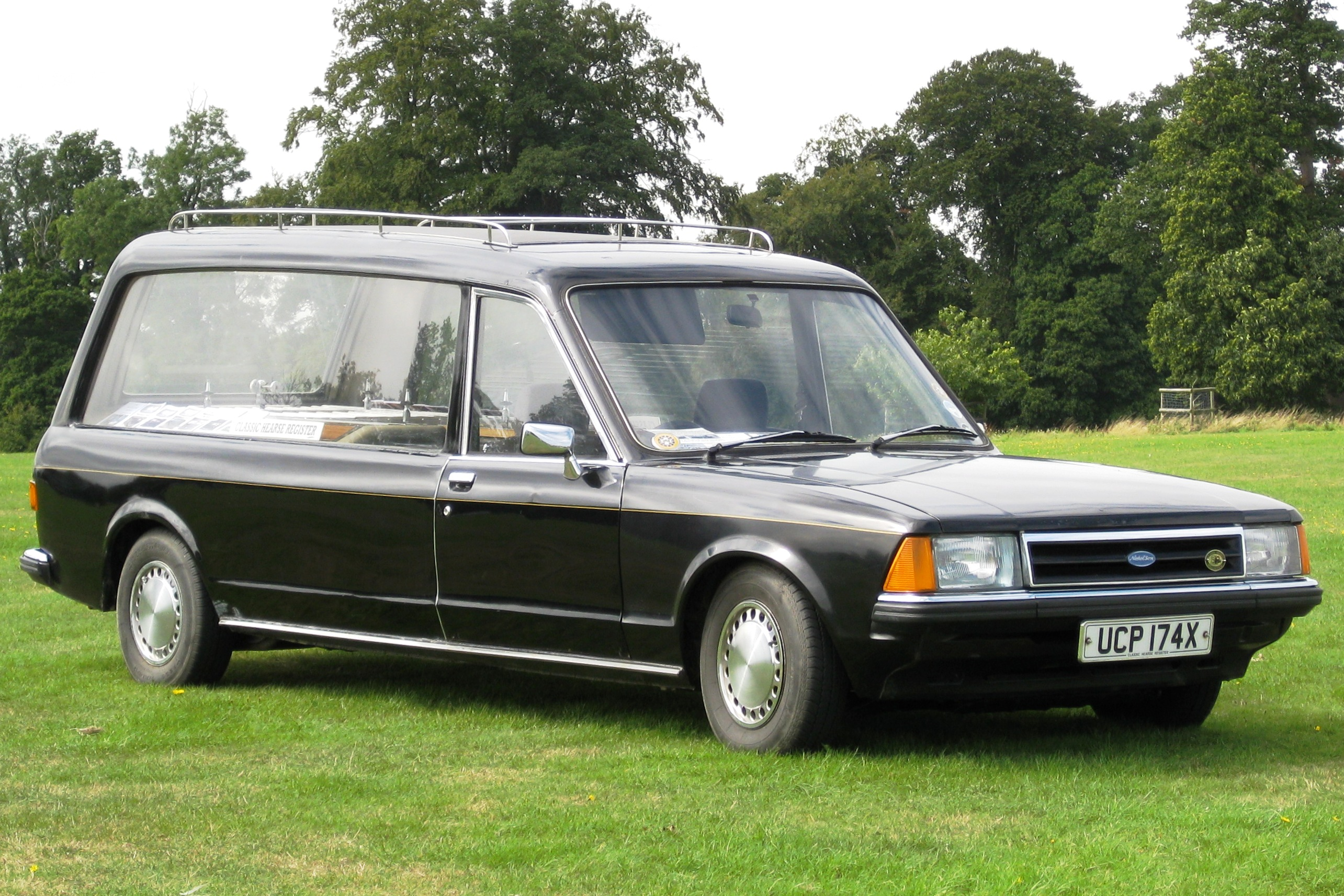 File:Ford Granada based Woodall Nicholson hearse 2293cc first