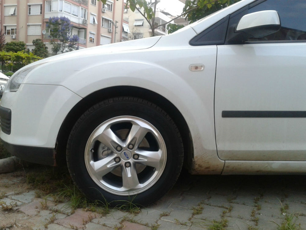 ford aspire tire size