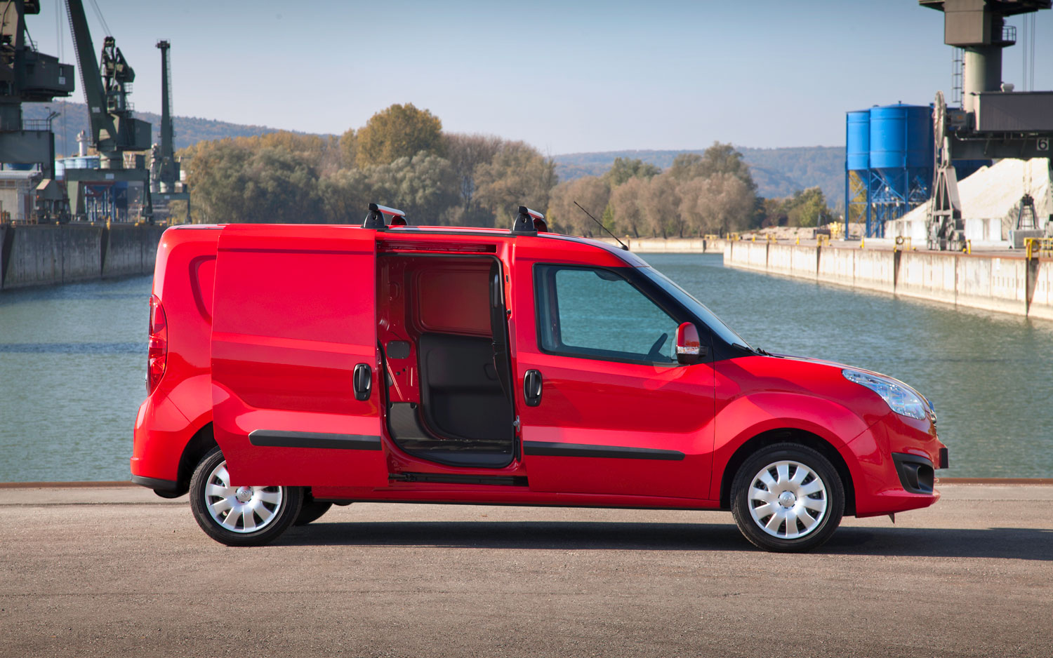 Opel Combo Cargo Side Photos #2423 Wallpaper | hdcarphotos.
