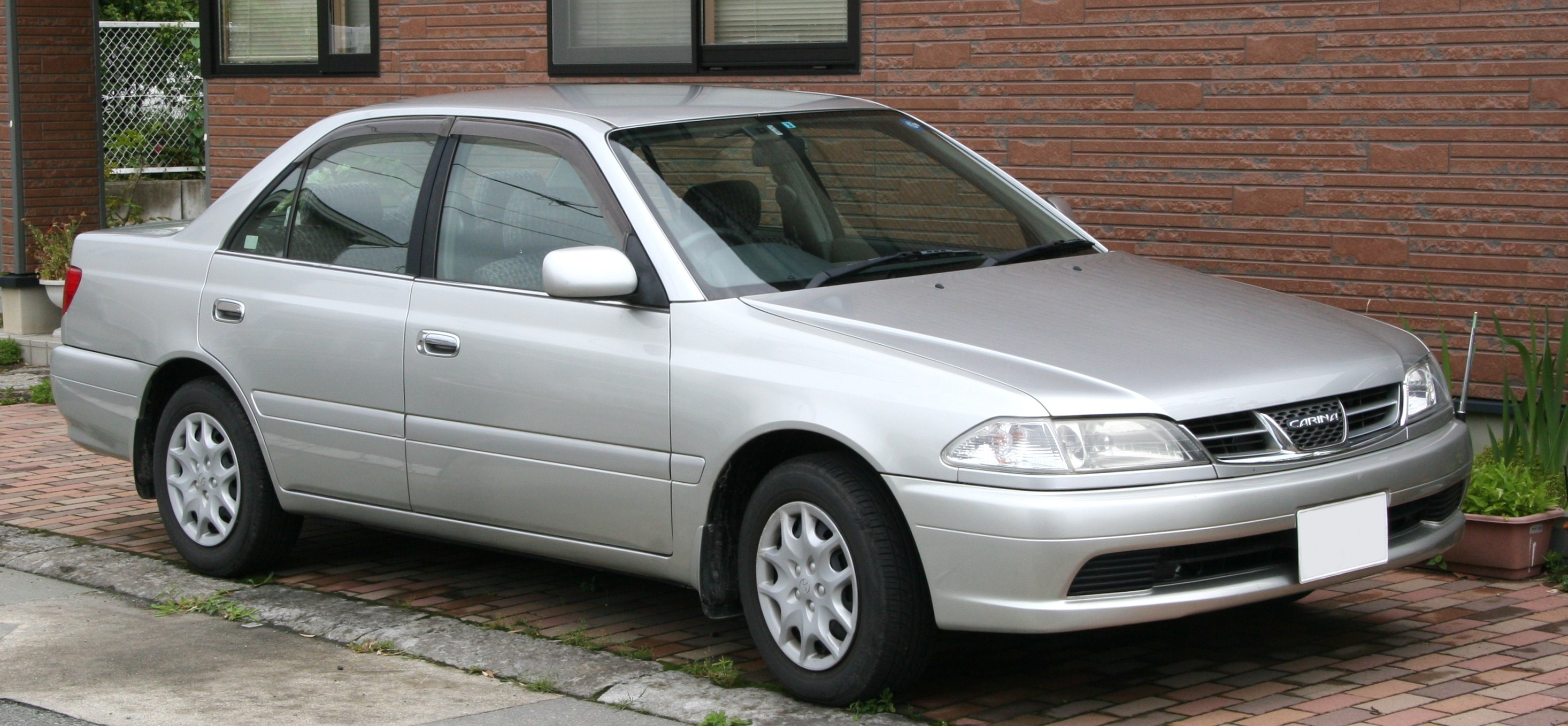 toyota carina performans