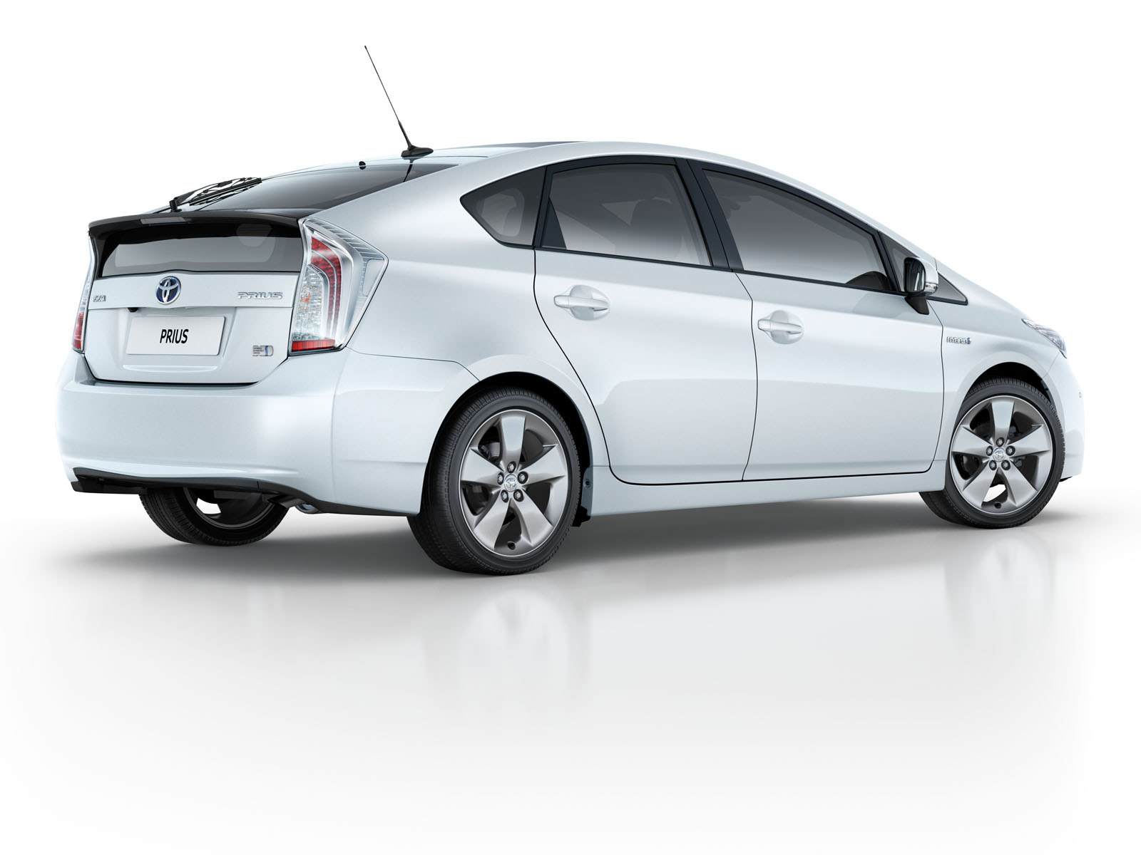 toyota prius auxiliary battery cost