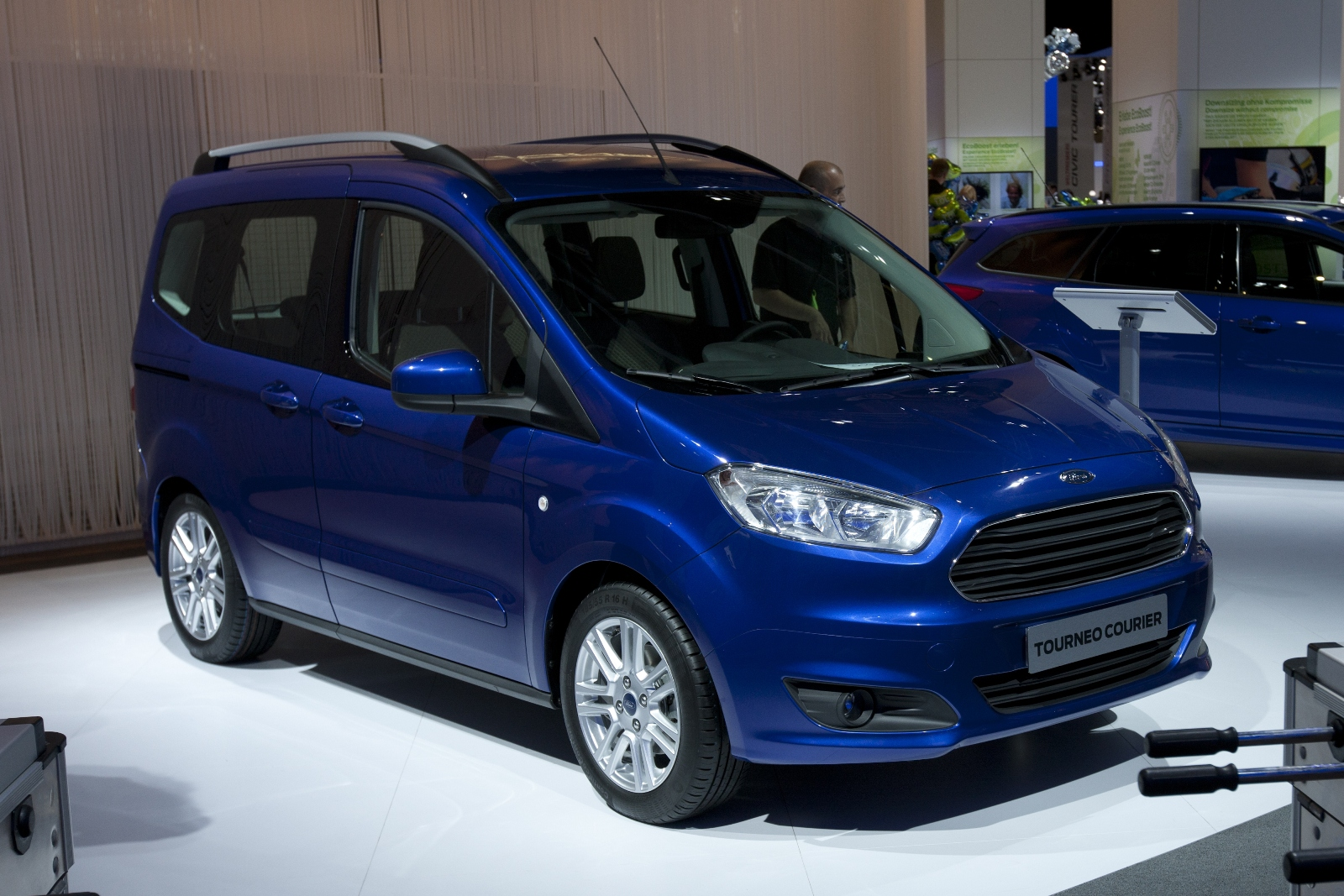 ford transit courier cena